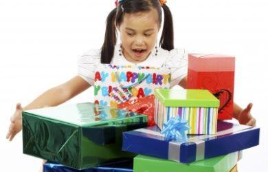 Bellas frases de cumpleaños para una niña,bellas palabras de cumpleaños para una niña, descargar dedicatorias bonitas para una niña que cumple años, descargar gratis tarjetas de cumpleaños con imágenes para una niña, buscar solo tiernas frases de cumpleaños para una niña